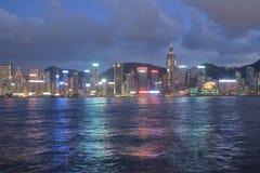 Stads- arkitektur i Hong Kong Victoria Harbor med stadsskylin Royaltyfria Bilder