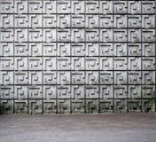 Stads- bakgrundstextur Betongväggen med den geometriska modellen och grå färger belade med tegel trottoaren royaltyfria bilder