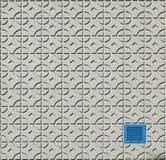 Stads- bakgrundstextur Betongväggen med geometriska modeller och blått belägger med metall lite fönstret Arkivbild