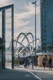 Stads- designer i Melbourne CBD under guld- timme royaltyfri bild