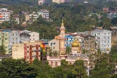 Stads- djungel: en cityscape av Yangon Royaltyfri Fotografi
