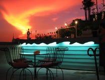 stads- för solnedgång för stånglightingrooftop overkligt Arkivbilder