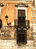 Stads- förfall i Taranto Arkivfoto