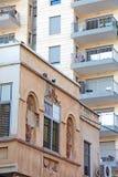Stads- gamla och nya hus Arkivfoton