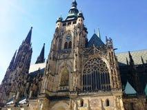Stads- gammal byggnad i Prague, augusti 17 2017 Arkivfoton