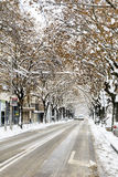Stads- gata i en snöstorm arkivfoto