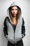 Stads- hiphop för flicka som stil ser kameran Fotografering för Bildbyråer