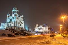 Stads- kristen tempel på en vinternatt, exponerad av strålkastare Tempel-på--blod Yekaterinburg, Ryssland arkivfoton
