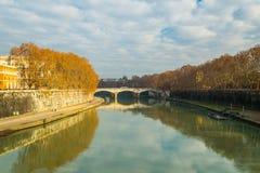 Stads- landskap i den Tiber floden - Rome Royaltyfri Bild