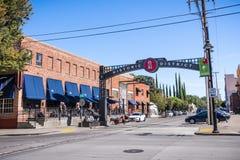 Stads- landskap nästan i stadens centrum Sacramento arkivfoto