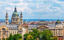 Stads- landskappanorama med gamla byggnader i budapest Royaltyfri Foto