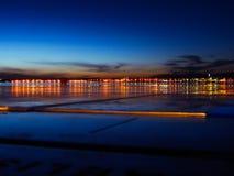 Stads lichte zonsondergang bij haven Zadar Royalty-vrije Stock Foto's