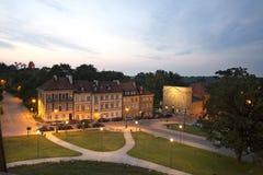 Stads- liggande för härlig natt i Warsaw oldtown arkivfoto