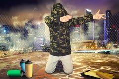 stads- livsstil Höft-flygtur utveckling Pojken i stilen av Hip Hop royaltyfri foto