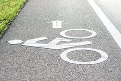 stads- målade symboler för cykel jordning långt royaltyfri fotografi