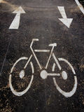 stads- målade symboler för cykel jordning långt fotografering för bildbyråer