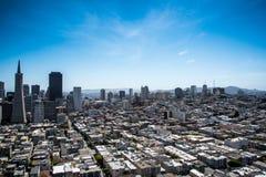 Stads- och havsiktslandskap Arkivfoton