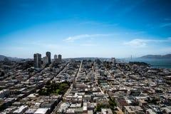 Stads- och havsiktslandskap Arkivbilder