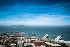Stads- och havsiktslandskap Royaltyfri Foto