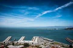 Stads- och havsiktslandskap Fotografering för Bildbyråer