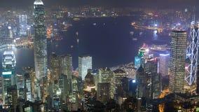 Stads- panorama för Hong Kong horisont på nattetidschackningsperioden Kina Zoom ut