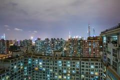 Stads- plats av det fullsatta flerfamiljshuset i shanghai Arkivfoto