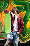 Stads- pojke med skateboarden Arkivbilder