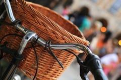 Stads- retro cyklar Arkivfoto