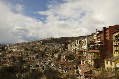 Stads- sikt av den Veliko Tarnovo staden Arkivfoto
