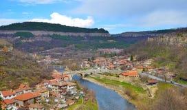 Stads- sikt av den Veliko Tarnovo staden Royaltyfri Fotografi