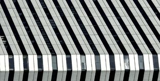 Stads- sikt, stads- konstruktion, arkitekturdetaljer och fragment i svartvitt, arkitekturfragment i svartvit pho Arkivbilder