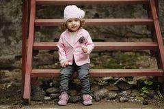 Stads- stående för liten flicka Arkivbilder