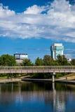 Stads- stadsbro och arkitektur Royaltyfri Foto