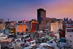 Stads- stadshorisont för natt, Ho Chi Minh City, Vietnam. Arkivfoton