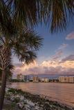 Stads- strandbyggnader på solnedgången Fotografering för Bildbyråer