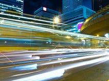 Stads- trafik på natten Arkivfoton
