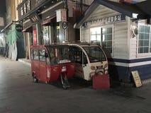 Stads- transport i Hutong område av beijing Arkivfoton