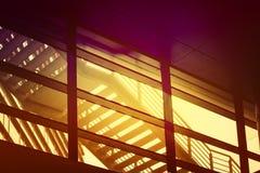 Stads- trappuppgång för byggnadsbrandflykt, abstrakta geometriska Composi Royaltyfria Foton