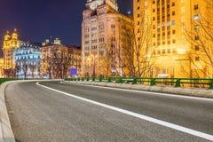 Stads- väg till och med moderna stad-Shanghai Arkivfoton