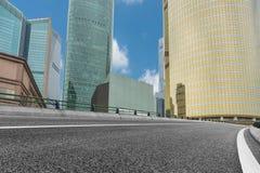 Stads- väg till och med moderna stad-Shanghai Royaltyfria Foton