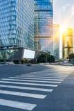 Stads- väg till och med moderna stad-Shanghai Arkivfoto