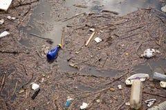 stads- vatten för förorening Arkivfoton
