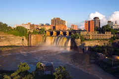 stads- vattenfall Royaltyfri Foto
