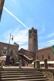 Stads vierkante Piazza Vecchia en oude stadstoren Torre Civica in Bergamo, Citta Alta Royalty-vrije Stock Afbeeldingen