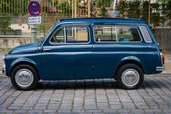 Stadsauto Fiat 500 K Giardiniera Stock Afbeeldingen