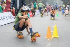 Stadsbarnrulle som försvinner snabbt på Park gatan, Kolkata Royaltyfria Bilder