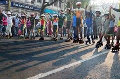 Stadsbarnrulle som försvinner snabbt på Park gatan, Kolkata Fotografering för Bildbyråer