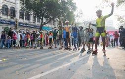 Stadsbarnrulle som försvinner snabbt på Park gatan, Kolkata Arkivbilder