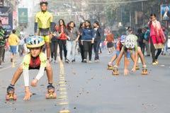 Stadsbarnrulle som försvinner snabbt på Park gatan, Kolkata Royaltyfria Foton