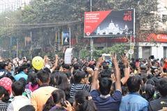 Stadsbarns dans och hagyckel på Park gatan, Kolkata Royaltyfria Bilder